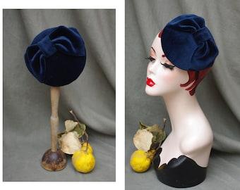 Headpiece Navy Velvet // deep blue Bow Ascot Fascinator // pillbox Wedding Bridesmaid Bridal Bride elegant sophisticated vintage Style