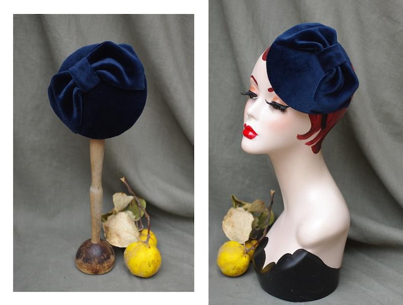 Headpiece Navy Velvet // deep blue Bow Ascot Fascinator // image 0