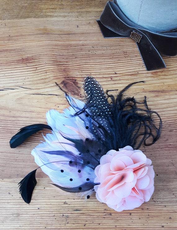 Fascinator /'Dots/' mit Federn gepunktet apricot Haarschmuck Braut Faszinator