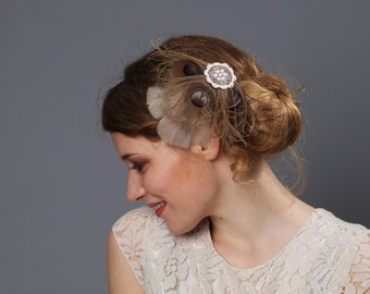 Bridal Fascinator // peacock feathers lace Vintage look // wedding bridesmaids nude beige cremy taupe tan // headpiece 20s retro accessories