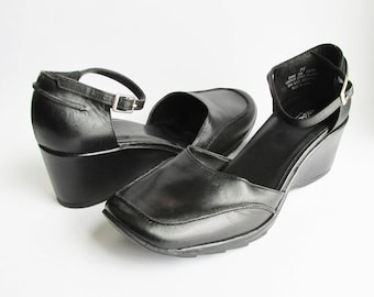 Vintage Mary Janes. Black Leather Wedges. Women's sz 7.5 M – Retro Adorable.