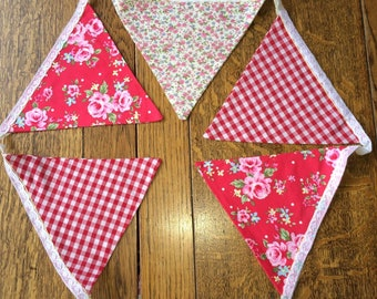 Pretty Vintage Style Fabric Bunting 16 Flags ideal for parties / weddings / around home