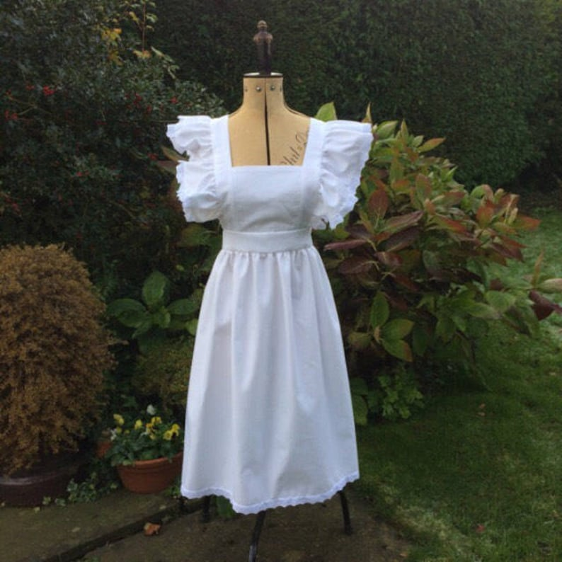Vintage Aprons, Retro Aprons, Old Fashioned Aprons & Patterns Adults White