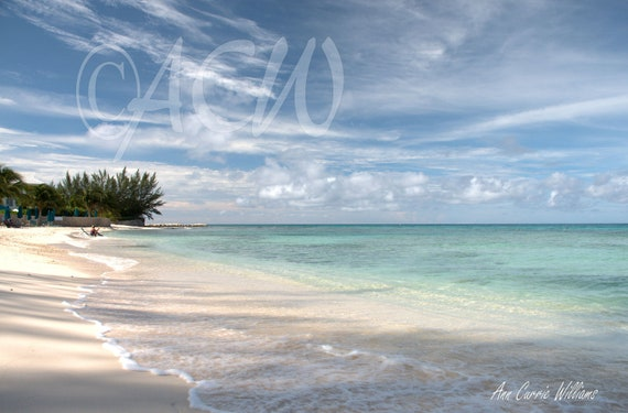 Seven Mile Beach on Grand Cayman Island (PR) (canvas)