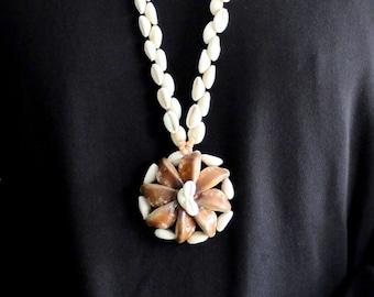 1960s seashell necklace - Tiki Polynesian, jewelry vintage, Boho chic, Folk, Bohemian, Pin up, Hulan