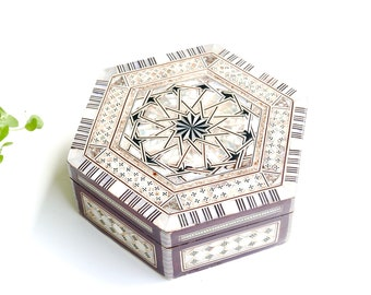Wood and mother of pearl jewelry case, marquetry decor, 1970s / vintage box bathroom boho chic folk bohemian Arabesque geometry geometrical