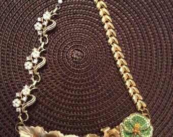 Stunning Elegant gold Vintage Assemblage Necklace