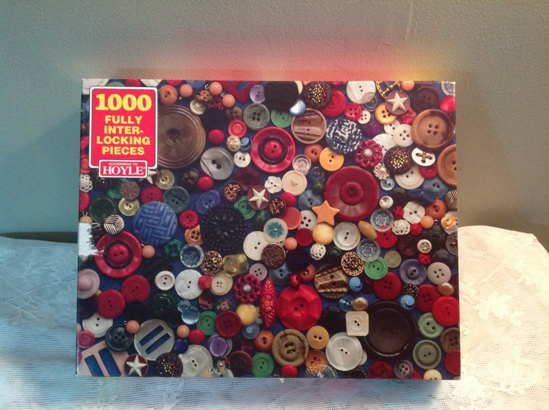 Vintage Button Puzzle by Hoyle Lots of Buttons