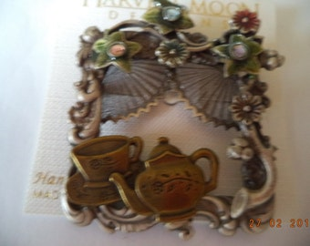 Vintage Unsigned Multi Coloured Kitchen Window Brooch/Pin  Very Unusual