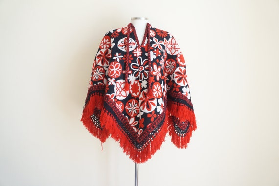 Vintage 1970s Floral Poncho