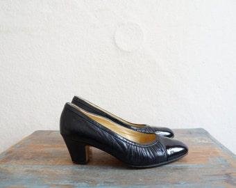 1960s Shoes / Black Leather Heels / Vintage 60s Shoes