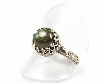 Labradorite and Sterling Silver Ring, vintage style ring, romantic look labradorite ring, oxidized silver, stacking ring, flashy labradorite