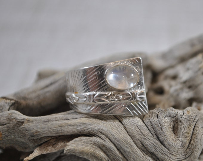 Sterling silver and clear quartz adjustable ring, textured metal, boho, wide band, modern lines design, sterling jewelry, handcrafted