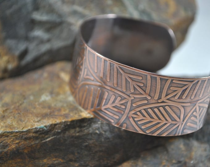 Copper cuff with leaf pattern, metal work, boho, unisex, handcrafted