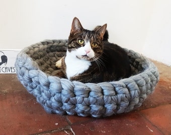 Chunky crochet cat bed grey- 100% natural wool