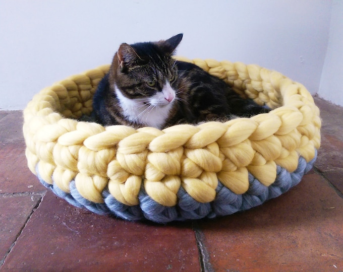 Featured listing image: Cat Bed Chunky yarn Cat Cave Bedding Cat House basket Ped Bed with free Ball 100% wool in Grey & Yellow