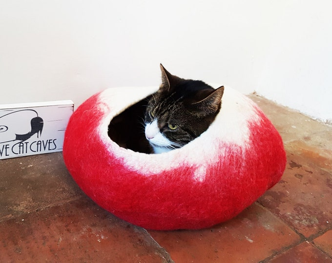 Cat Bed Cave Cat Nap Cocoon Felted Wool with FREE Ball Christmas cat bed