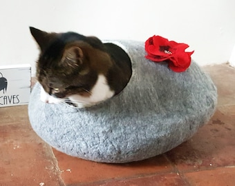 Cat Bed Cave Cat nap Cocoon Felted Grey with Red Poppy Flower and FREE Ball
