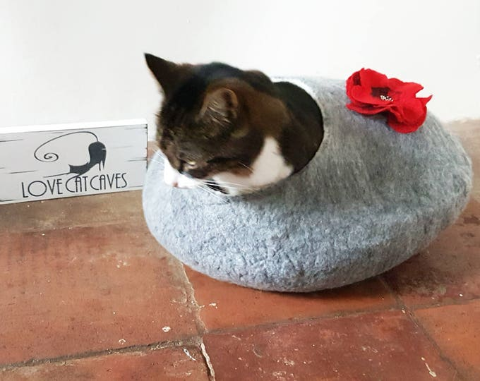 Larger sizes Luxury Cat Bed Cat Cave Cat House Natural Grey with poppy flower Felted