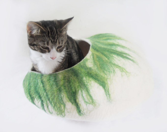 larger sizes Cat Bed Cat Cave Cat House Natural White with Green Felted