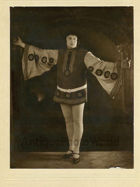 Actor in amazing costume antique photo New York