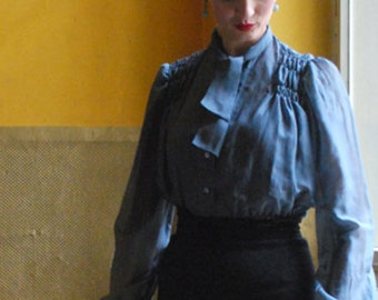 ruffled 40s blouse made of silk with binding band in grey