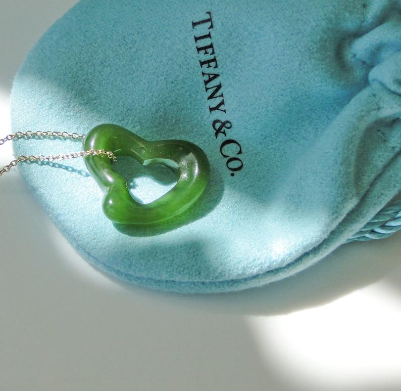 58cf598962186 Tiffany & Co Peretti LARGE Green Jade Open Heart Pendant 18K Chain RARE 23mm