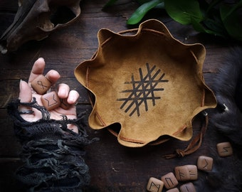 Rune Casting Pouch // Leather Bag // Casting Cloth // Wyrd // Norse // Vikings // Reenactment // Garb // LARP // SCA // Costume