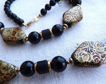 Long black and gold hand painted resin necklace - Japan