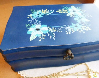 Upcycled vintage wood jewelry box, hand painted, aqua, boho and shabby-chic spirit