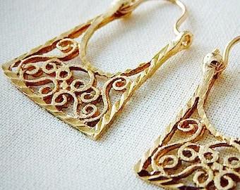Hoop style 10k gold filigree earrings