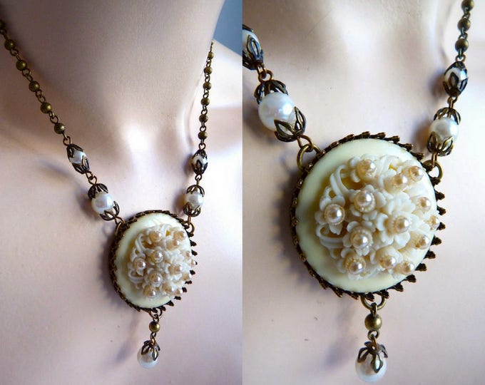 Bronze finish necklace with flowers and beads cab pendant - KIEN 80s