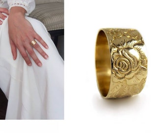 Rose flower 14k Gold womens wedding band ,wide Victorian wedding ring , floral gold band, Engraved leaves and flowers large ring for women