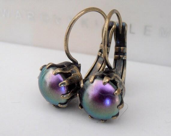 Iridescent Purple Pearl Swarovski Drop Earrings / Vintage Style Jewelry in Antique Bronze