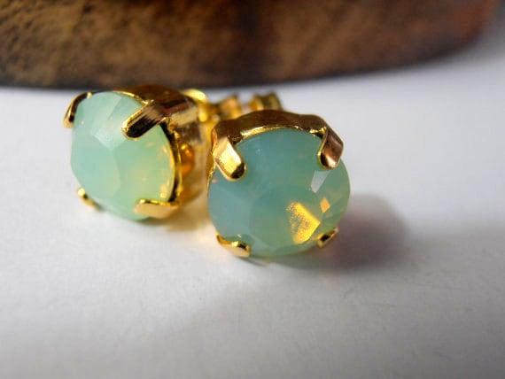 Chrysolite opal, Swarovski crystal, vintage, Golden tone, setting post, stud, fashion earrings, jewelry