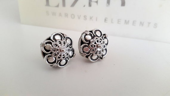 Metal Embellishment Stud Earrings / Antique Silver Flower Jewelry