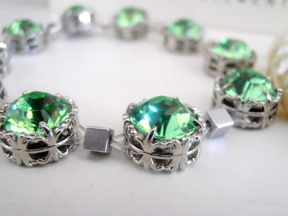 Peridot Green Swarovski Stretch Bracelet / Art Deco Cuff Bracelet / Crystal Green Bracelet /  Filigree Boho Bracelet / Platinum Plated