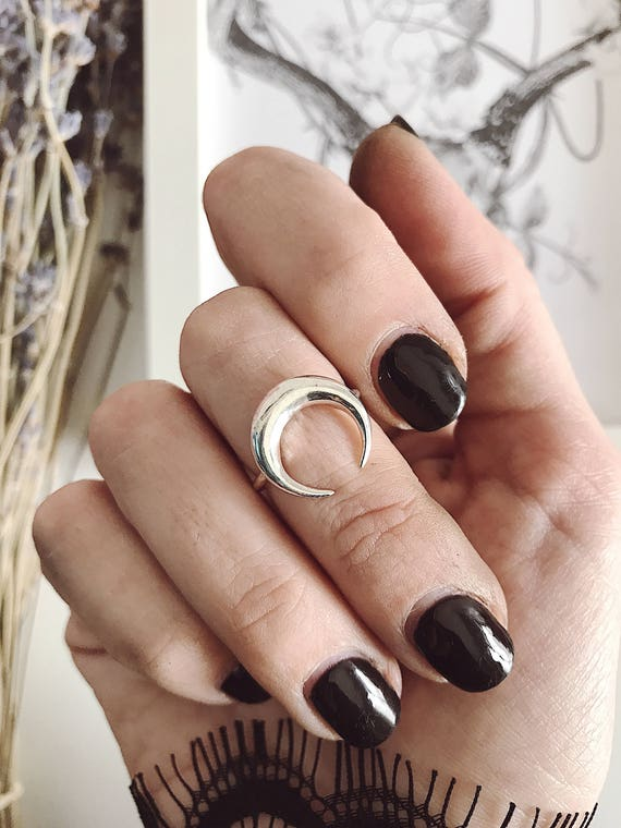 Crescent horn ring,moon ring,silver 925 ring,sterling silver ring,horn ring,Wicca ring,crescrent moon ring,middle finger ring,chevalier rin