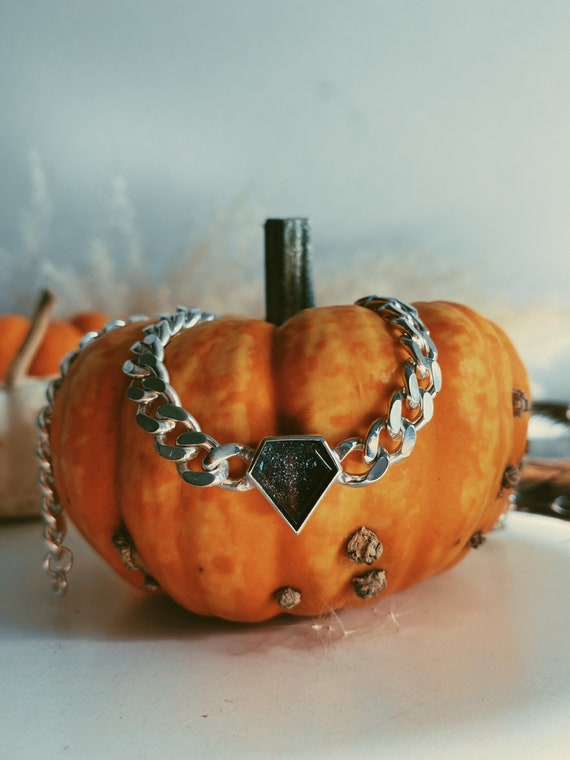 Chain necklace with black diamond shape stone, diamond choker