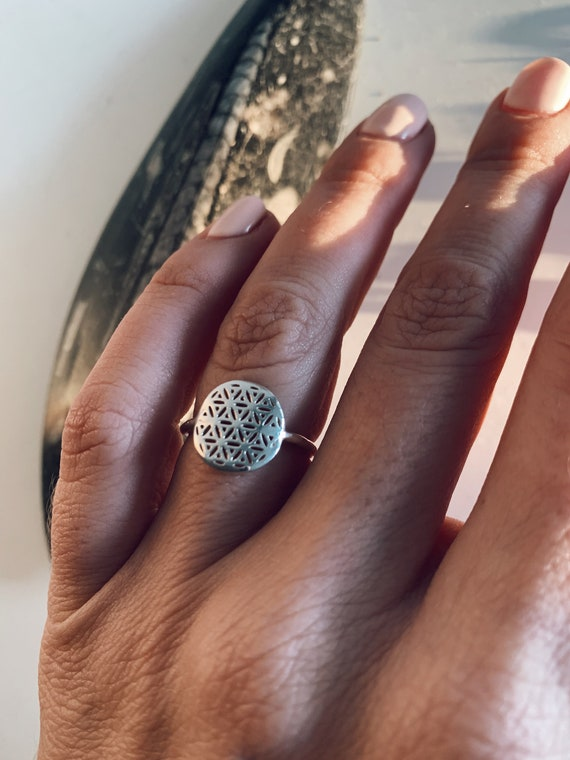 silver ring,tree of life ring,dainty ring,round ring,seed of life ring,gift for her,flower of life ring