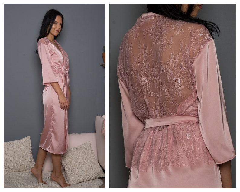 8892f215654e Rosa raso rosa   porta accappatoio kimono di pizzo francese