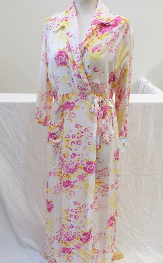 1940's Vintage White Floral Printed Rayon Dressing