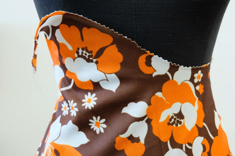 1970/'s Vintage Huge Bold Big Flower Power Double Knit Polyester Printed Fabric  2 yards 15 by 60 wide  Super 70/'s Hot Pants  Top material