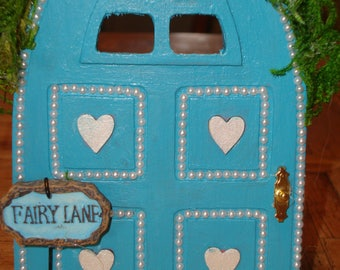 Blue Fairy Door with Hearts and Pearls