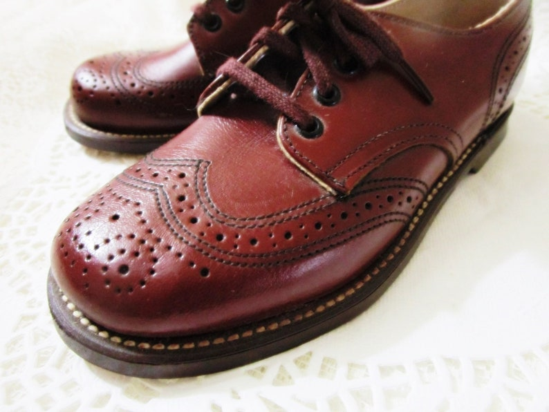 Vintage NOS Leather Construction Wingtip Brogues Shoes Child/'s London Welts High Quality Cotton Laces New Old Stock Made in England