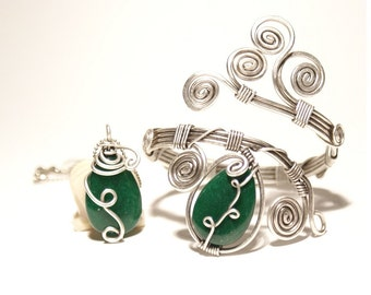 Wire Wrapped Necklace Bracelet Set Green Emerald Jewelry Set  Emerald Necklace Set Emerald Jewelry Wire Wrapped Jewelry  Wire Wrapped Stone
