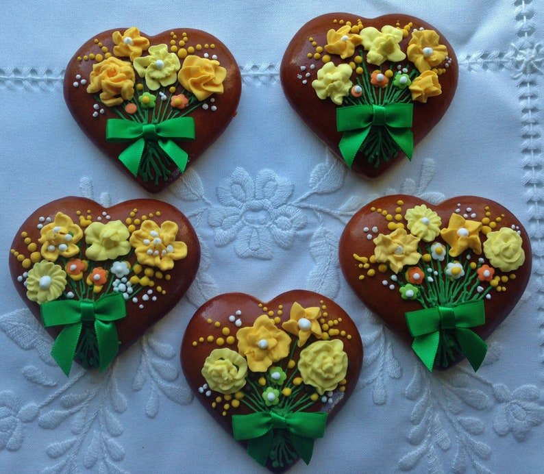 Gingerbread Heart Cookies With Bouquet And Bow Mother S Day Gift 6 Pieces