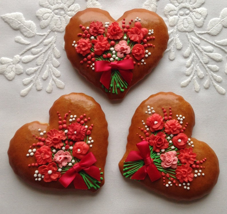 Gingerbread Heart Cookie With Bouquet And Red Bow Valentine Gift