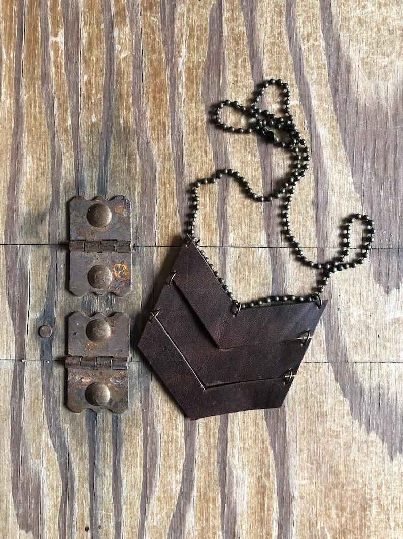 V-Necklace leather image 0