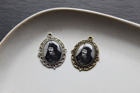 Dark history Vlad III Prince of Wallachia portrait cameo Vlad the Impaler necklace Macabre jewelry Vlad pendant Dracula Witchy style